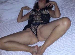 Djahina escort blonde à Saint-Denis-lès-Bourg
