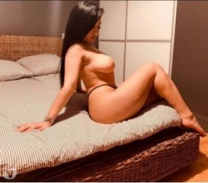 Suzelle escort girls trio Gigean